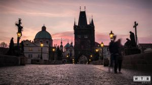 prague charles bridge sunrise